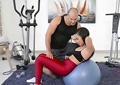 Fitness trainer gets seduced by insatiable babe