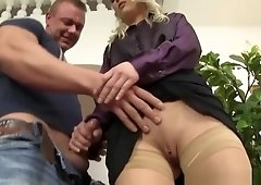 Fetish Skank Gets Peed On