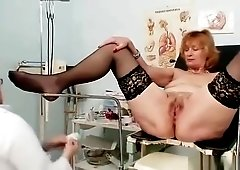 Redhead dirty pussy stretching in gyn clinic