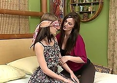 Lily Carter blindfolded Sensi Pearl to lick her shaved pussy