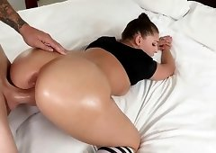Wild coquette likes to be penetrated hard in her wet cunt