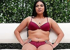 Chubby Latina babe Layloni strips outdoors for a casting video
