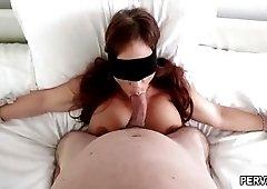Stepmom Syren De Mer blindfolded while giving a blowjob