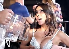 Lucky waiter gets to fuck his big ass client