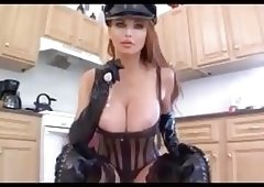 Taylor Wane in extrem Boots