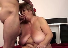 Experienced babe knows how to make her dude satisfied