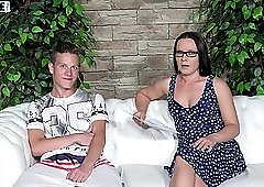 Unexperienced guy gets taken care of Wendy Moon in miniskirt