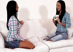 Real Czech lesbian Mia Manarote shows off what a real cunnilingus is