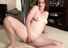 Mommy cunt looks sexiest in close up